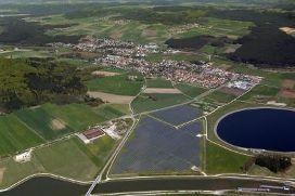 Lände mit Solarpark