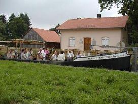 Treidelschiff und Schleusenhaus