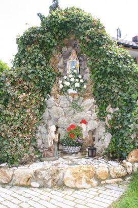 Lourdesgrotte im Ortsteil Reichertshofen